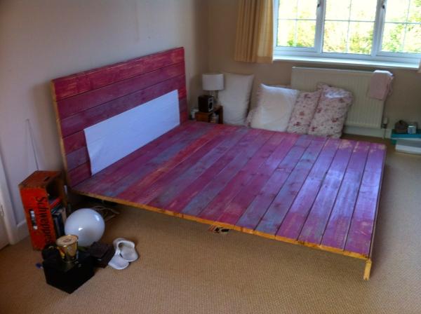 Dismantling our old DIY floating plank bed